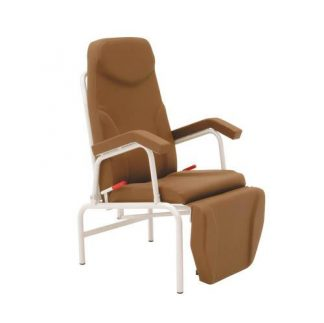 Stationary resting chair with armrests - Synchronized adjustment of back/legrests