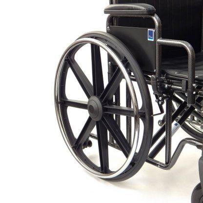 Extra bred rullstol med förstärkt ram - Viktkapacitet: 225 kg