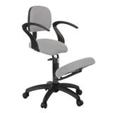 Sadelstol i elegant design med kromad ram